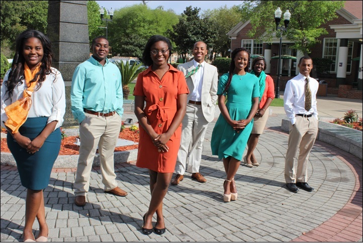 Photo by Eric Whitfield Producers of FAMU J-School Journals posed together for a group photo.