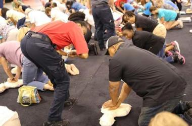 Large Crowd Turns Out for Lesson in CPR