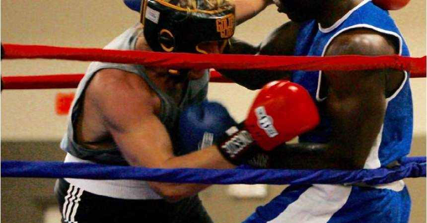 Former Linebacker Turned Boxer Gets Win in First Fight at Home