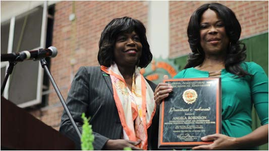 FAMU President Elmira Mangum awarded actress and alumni Angela Robinson at the Homecoming Convocation.  Photos by Nadia Felder