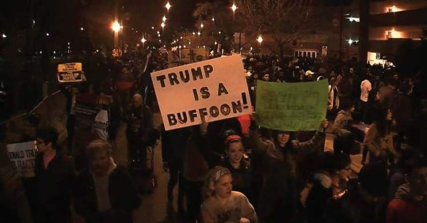 Thousands of protesters force cancellation  of Trump rally in Chicago