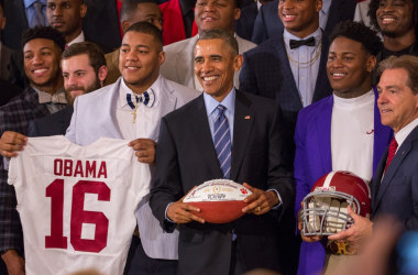 Obama welcomes crimson tide to the White House