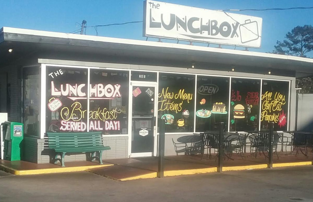 The Lunch Box is a popular spot for breakfast and lunch.  Photo by St. Clair Murraine